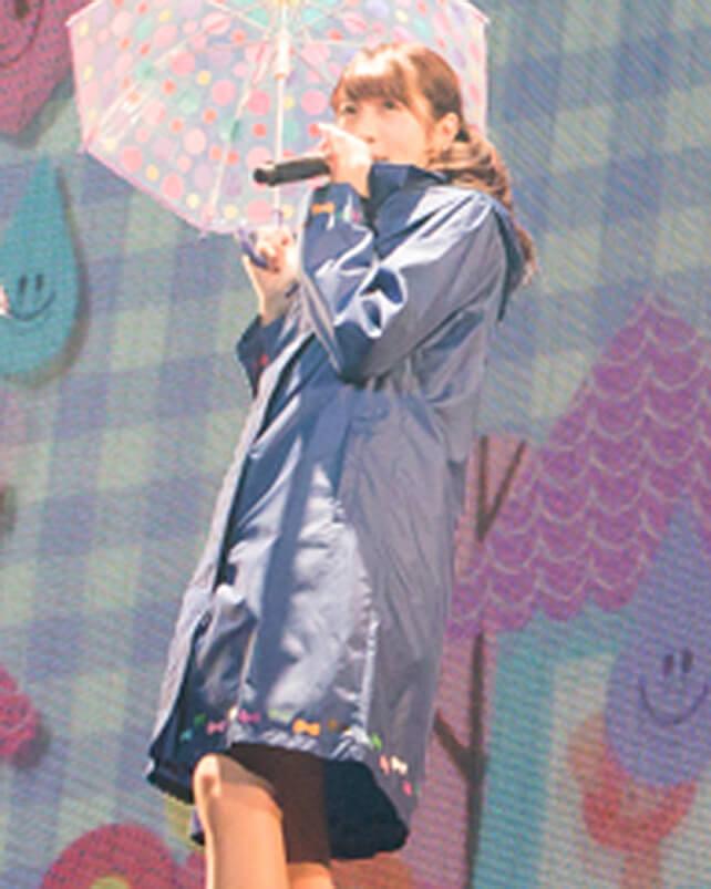 「レイニーデイ」歌唱時着用レインコートセット(権田夏海)の画像