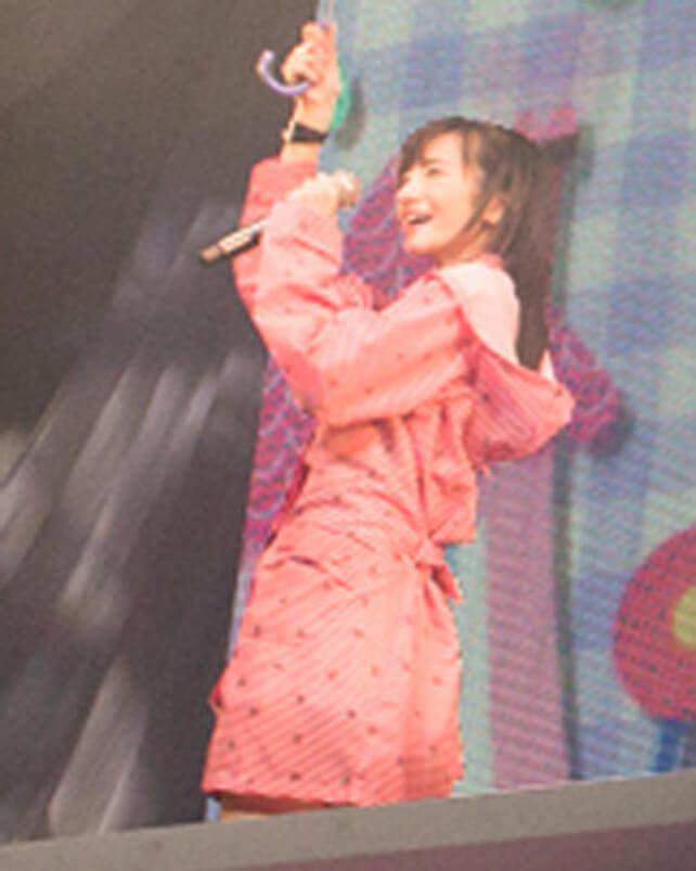 「レイニーデイ」歌唱時着用レインコートセット(外崎梨香)の画像