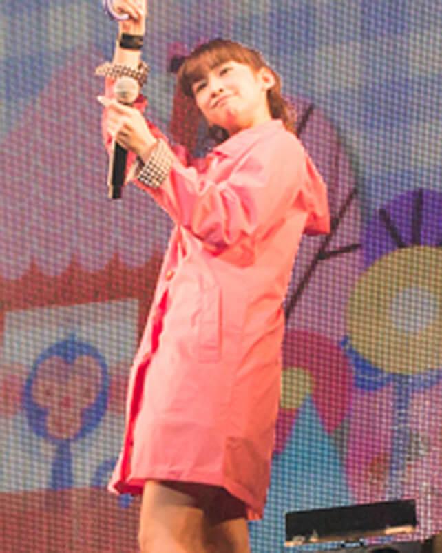 「レイニーデイ」歌唱時着用レインコートセット(小泉遥)の画像