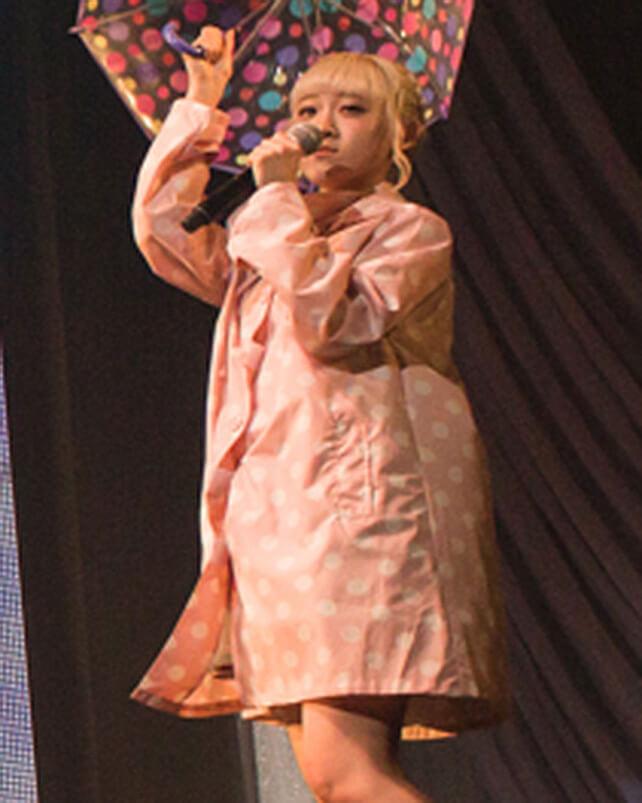 「レイニーデイ」歌唱時着用レインコートセット(小島瑠那)の画像