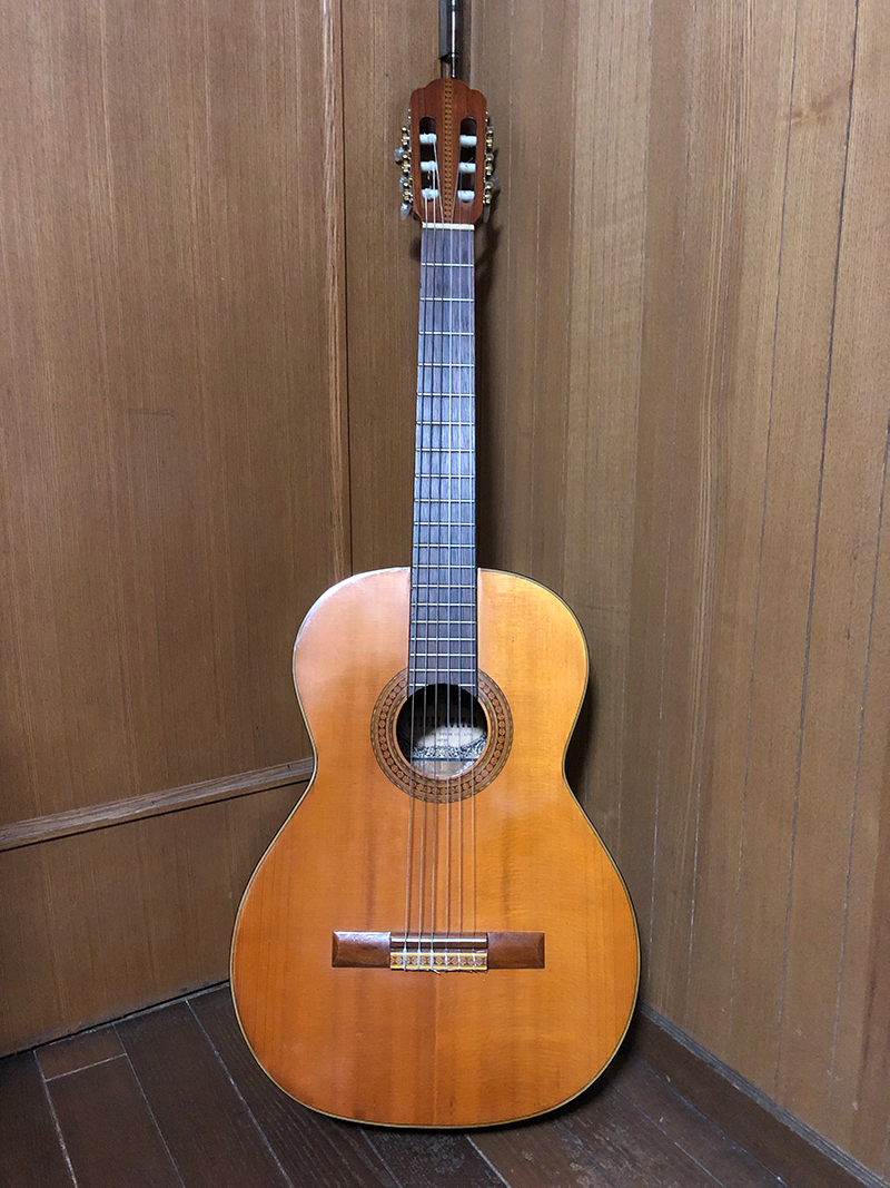 田辺由明[Gt./Cho.]サイン入りクラシックギター