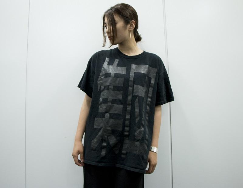 集団黒Tシャツ