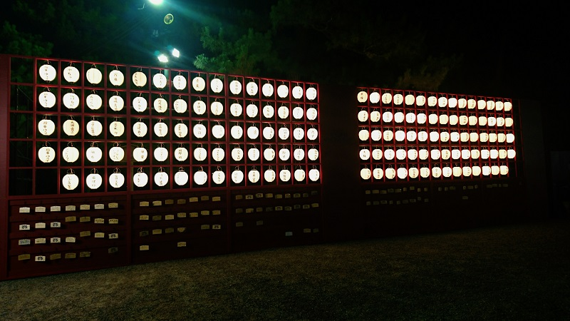 夜の提灯1800pix.jpg