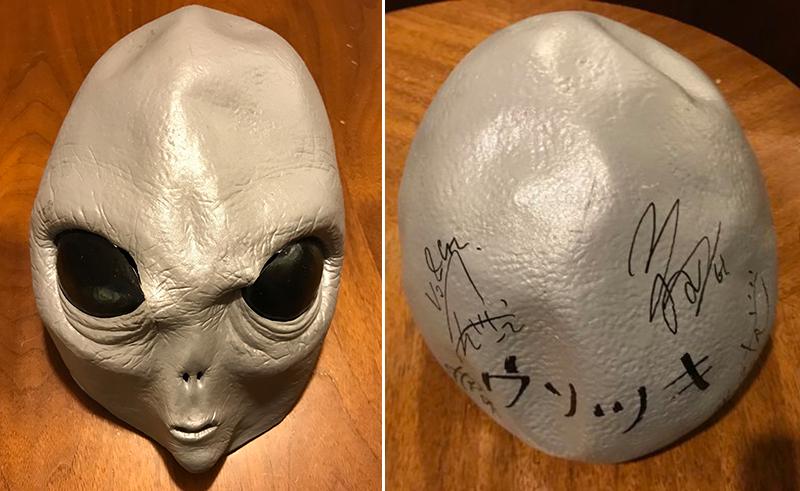 直筆サイン入りエイリアンマスク