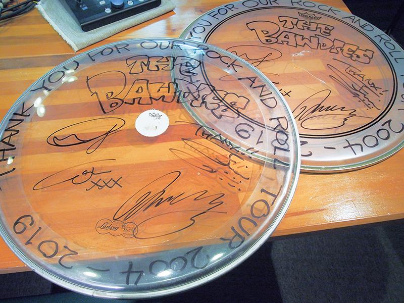 メンバー全員サイン入りドラムヘッド(サイズ大)