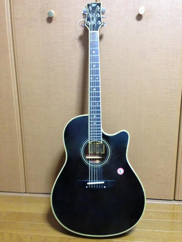 藤森愛用の作曲用ギター