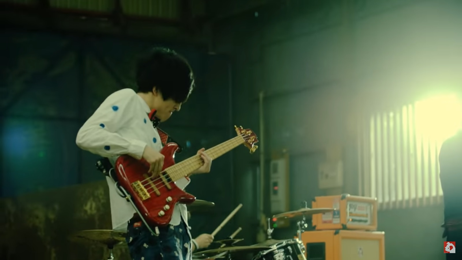 【Ba.おかっち】「ライジングさん」MV着用FRABOISシャツ
